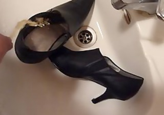 peeing in wifes high heel shoe