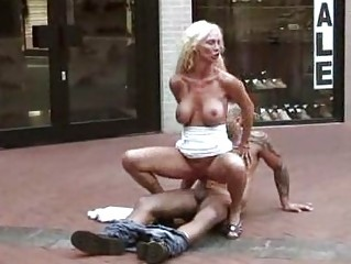al fresco fuck mature babe banged at a shoe store
