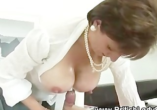 lady sonia gives russian to pounder