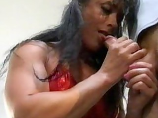 bodybuilding mature belle anal