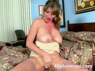 slutty lonely wife doing a solo