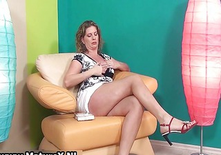 hawt older lady in high heels loves