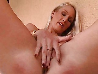woman hotty plays  her wet vagina solo