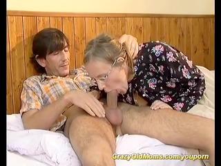 shaggy moms ass needs a fresh cock
