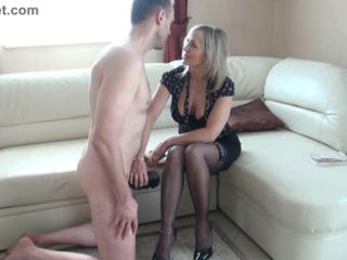 whore older  makes a wank with the foot