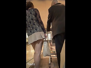 asian mature babe with a so short cloth + upskirt