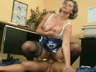 milfs bottom getts fisting