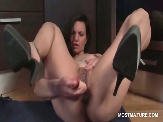 extremely impressive cougar on high heels pushing