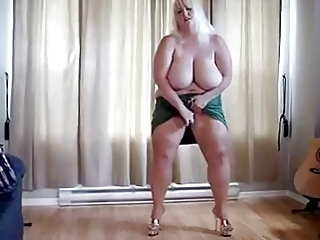 striptease of chubby cougar