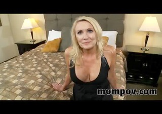 blond d like to fuck receives a facial