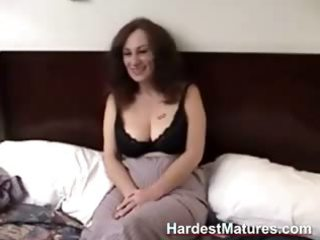 older  inexperienced gives blowjob