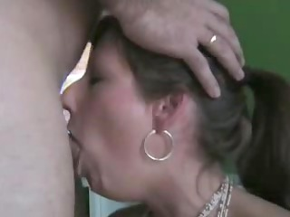 admirable wife deepthroats and drinks the filled