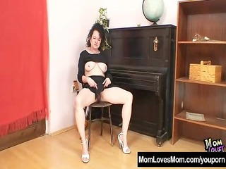 mature mom hedvika hairy pussy sex toy gangbanging